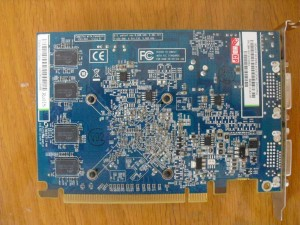 A kártya hátulja, és a memória IC-k