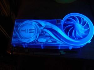 HIS ICEQ hűtéses Radeon X800XL UV fény mellett