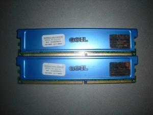 Kék GEIL RAM modulok