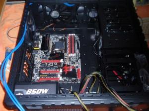 Ott a fekete AM3+ CPU foglalat