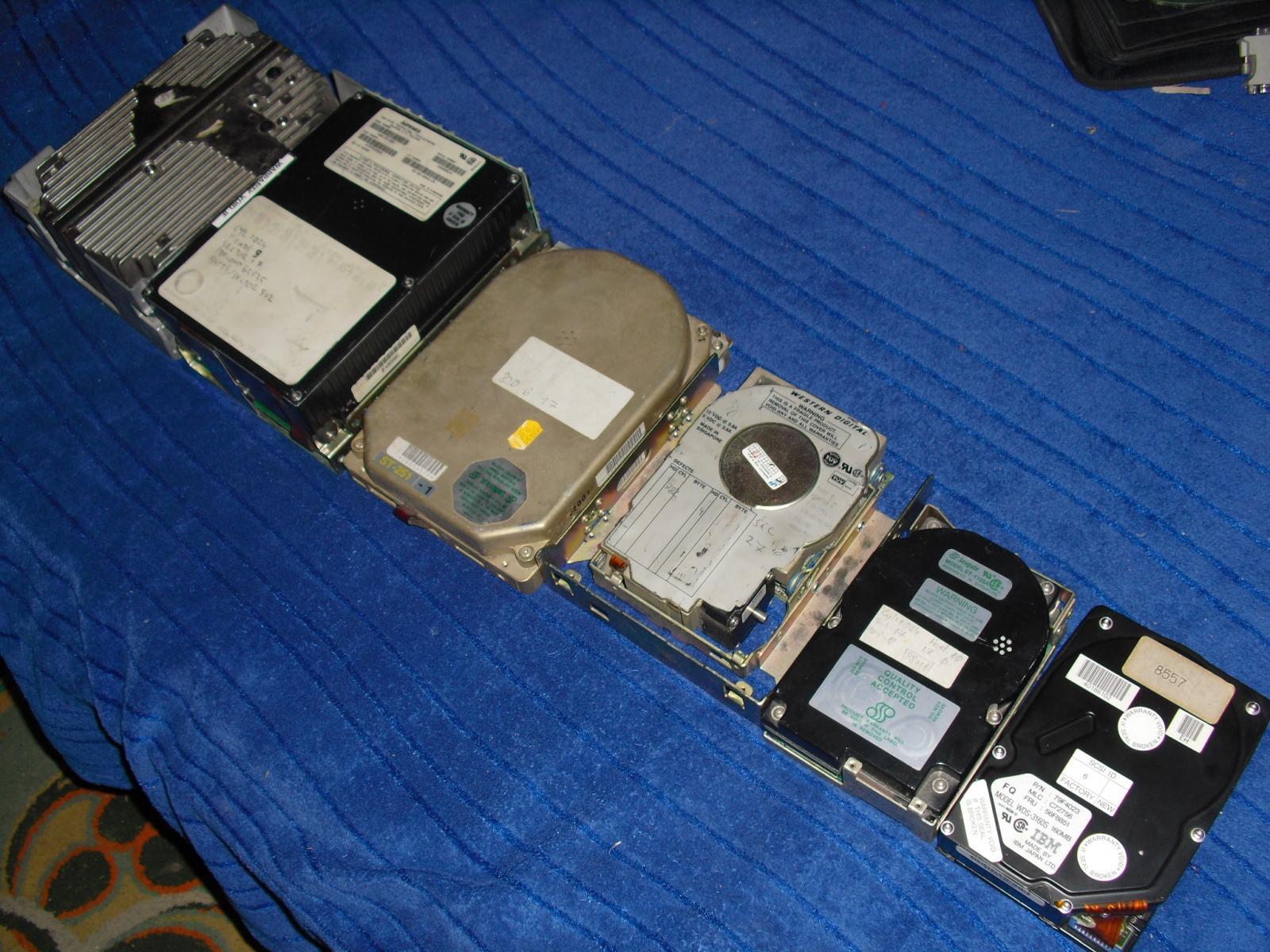 6 HDD, 3 szabvány, egy CD-nyi összkapacitás